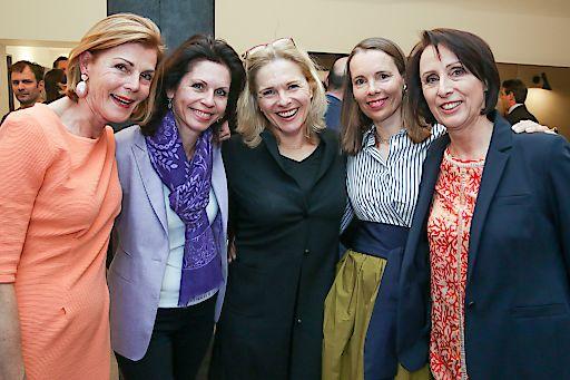 https://www.apa-fotoservice.at/galerie/12922 Im<br /> Bild v.l.n.r.: Doris Kurtz (Hotel Das Tigra), Dr. Andrea Steinleitner (WKO), Michaela Reitterer (ÖHV), Elisabeth Beck (Hotel Das Tigra), Christina Steinkellner (Hotel Das Tigra)