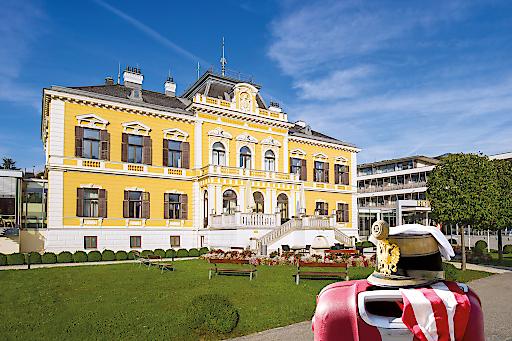 Hausansicht Villa Seilern im Sommer