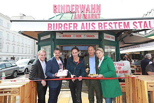 http://www.apa-fotoservice.at/galerie/13099 Am Bild v.l.n.r.: Ernst Stocker (Wiesbauer Gourmet), Robert Huth (Gastronom), Gernot Kuli (Comedian), Sigi Menz Ottakringer Chef) und Gabriele Huth (Gastronomin)