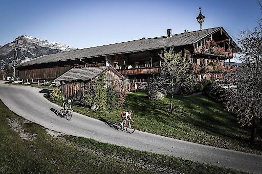 An den Wochenenden 14.-17.Juni und am 19.-22.Juli werden geführte Rennradtouren mit Localguides angeboten.
