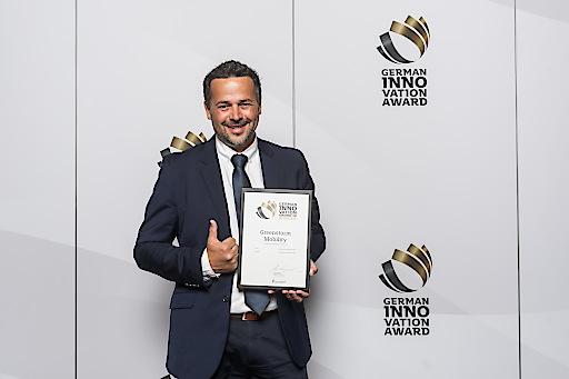 Christian Keck, Geschäftsführer für Export und Vertrieb bei Greenstorm Mobility GmbH, übernahm stellvertretend für das ganze Team den German Innovation Award in Berlin