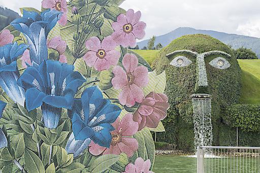 """Das zum zweiten Mal stattfindende Sommerfestival in den Swarovski Kristallwelten steht unter dem Motto """"Der verzauberte Garten"""". Das künstlerische Konzept von Designer Simon Costin bezieht die Innen- und Außenbereiche ein."""