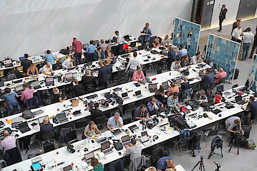 Stadt und Land Salzburg im Fokus der Weltöffentlichkeit. Blick auf das Medienzentrum im Mozarteum Salzburg.