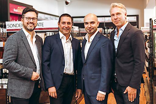 vlnr. Alexander Borwitzky (Vorstandsmitglied der Hawesko Holding AG), Wolfgang Frühbauer (Geschäftsführer WEIN & CO), Paul Truszkowski (Geschäftsführer WEIN & CO), Thorsten Hermelink (Vorstandsvorsitzender Hawesko Holding AG)