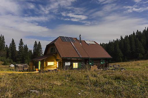Nachtaufnahme bei Mondlicht, Gloggnitzerhütte