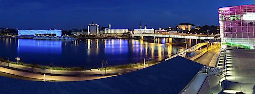 Linz-Ansicht an der Donau mit den Ars Electronica Center und dem Lentos Kunstmuseum