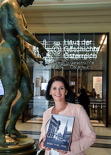 Christa Bauer, Präsidentin des Vereins der Wiener Fremdenführer, freut sich am Sonntag, 17. Februar auf viele Besucher der Gratis-Führungen im und rund um das neue Haus der Geschichte anlässlich des 30. Welttages ihrer Berufsgruppe.