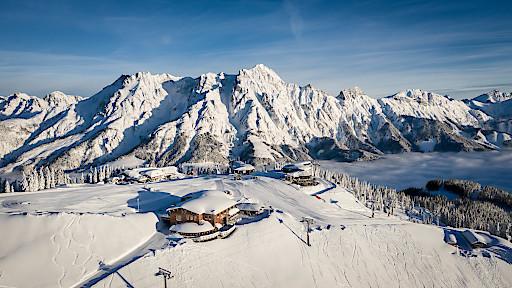 Wie hier im Skicircus Saalbach Hinterglemm Leogang Fieberbrunn präsentiert sich der Winter im ganzen SalzburgerLand derzeit von seiner schönsten Seite.