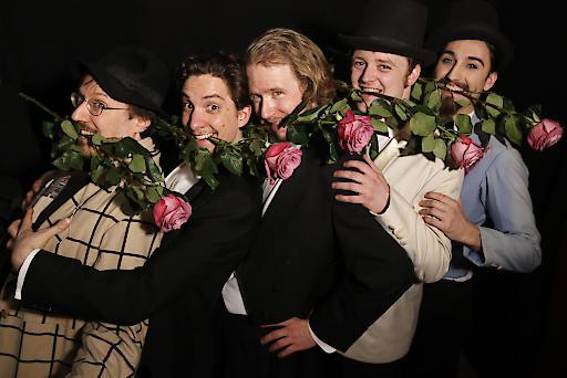 """Darsteller des Ensembles Oper@Tee in """"Diie Rose des Kaisers"""" von Paul Hertel"""