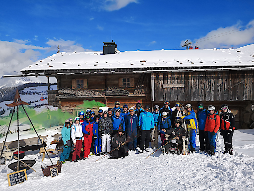 Besuch bei den Winter-Hexen vor der Simonalm in der SkiWelt Söll © Tirol Werbung/Florian Kössler