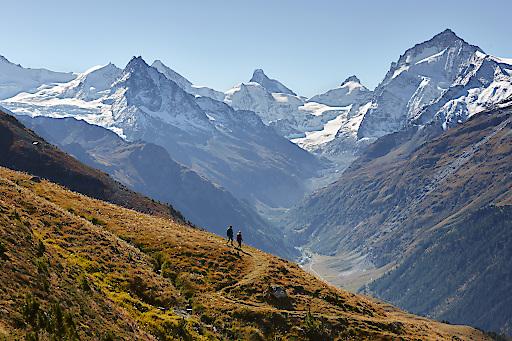 Dr Alpenpässeweg ist ein Fernwanderweg, der von Chur in 34 Tagesetappen nach St. Gingolph am Südufer des Genfersees an die Grenze zu Frankreich führt. Hier im Gebiet der Alpage de Nava, im Val d'Anniviers oberhalb von St. Luc im Wallis.