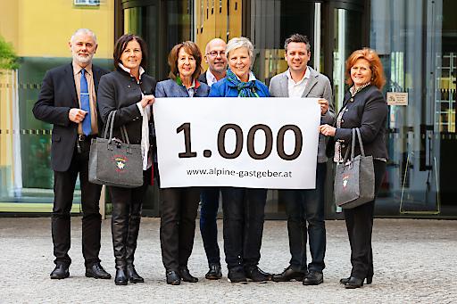 Die Alpinen Gastgeber Tirol feiern eintausend online buchbare Betriebe.