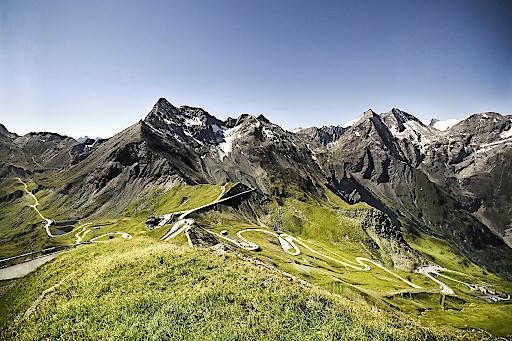 Blick von der Edelweiss-Spitze (2.571 m) auf 30 Dreitausender