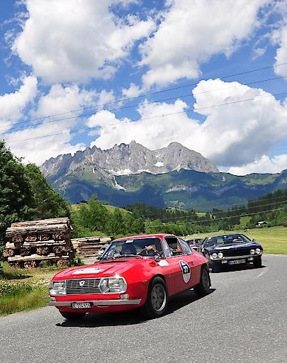 32. Kitzbüheler Alpenrallye - die schönsten Automobilklassiker auf den schönsten Alpenstraßen - wie hier vor der Prachtkulisse des Wilden Kaisers.