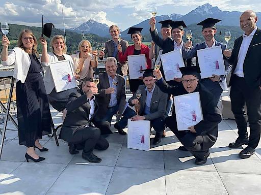Die Absolventen des 4. Lehrgangs der Akademie für erfahrene Hoteldirektoren & Geschäftsführer (DiA IV)
