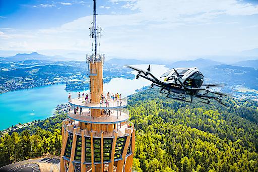 Bald sollen Lufttaxi über den Wörthersee zum Pyramidenkogel fliegen – heute noch als Fotomontage