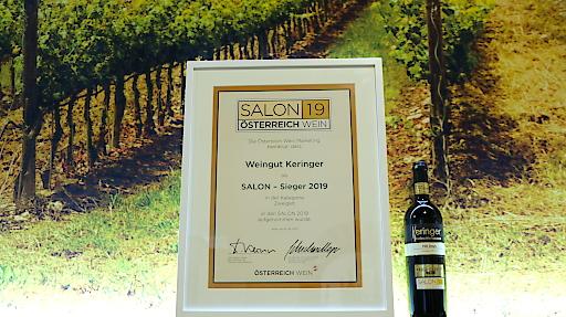 Salonsiegerurkunde mit Siegerwein
