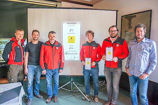 Gruppenbild Bergrettung Steiermark & SummitLynx-Gründer