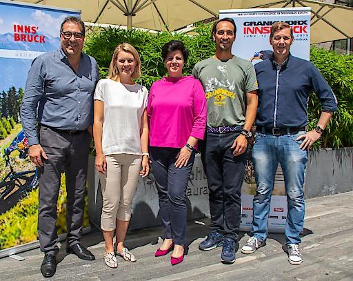 Freuen sich über die Verlängerung von Crankworx und den weiteren Ausbau des Trailangebots: v.l. Franz X. Gruber (Vizebürgermeister Innsbruck), Elisabeth Mayr (Sportstadträtin Innsbruck), Karin Seiler-Lall (GF Innsbruck Tourismus), Georg Spazier (GF ITS & OK-Chef Crankworx Innsbruck), Hansjörg Peer (Bürgermeister Mutters).