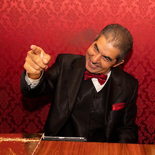 Frantisek Drafi ist Korrepetitor an der Wiener Staatsoper und spielt nebenbei im Café Prückel und in der Bonbonniere Pianobar in Wien.