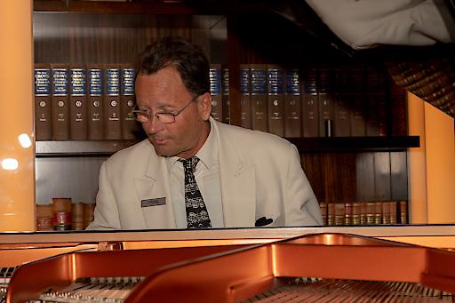 Thomas Pleidl ist der langjährige Barpianist im Hotel Imperial.
