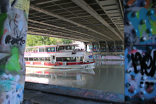 Street Art River Cruise am Donaukanal