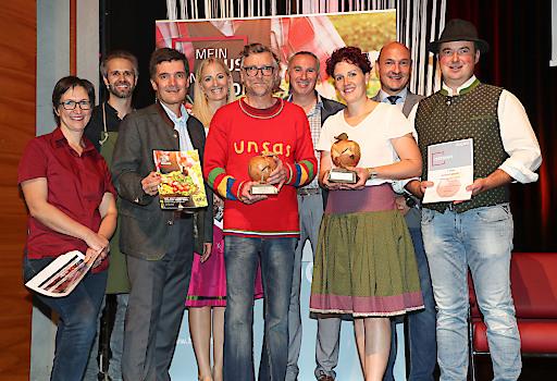 Der Braugasthof Glocknerblick und der Figerhof Kals freuten sich über die Hauptpreise beim HOGAST.REGIO-Genusspreis. Unter den ersten Gratulanten waren die Juroren.