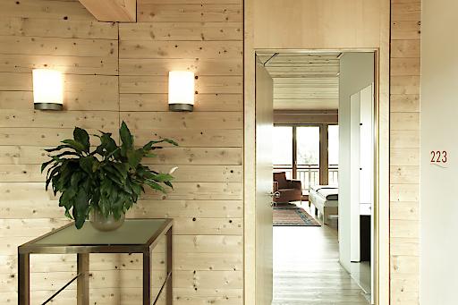 Klares, reduziertes Design – das gut durchdachte ästhetische Konzept ist auch in den Gängen zu sehen.