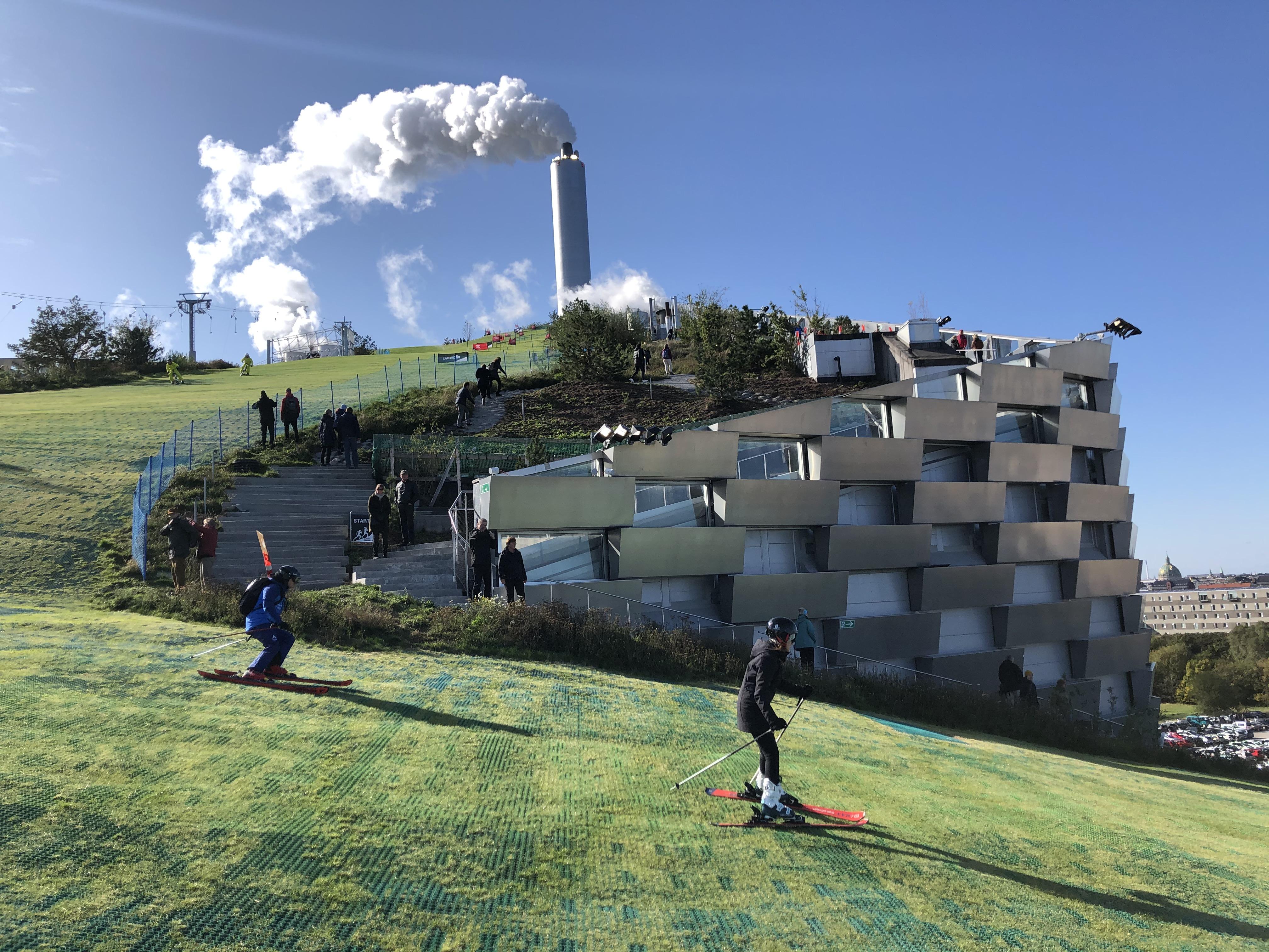 Copenhill: Müllverbrennungsanlage als Skipiste. Saalbach Delegation in Kopenhagen