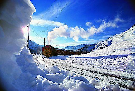 Dampfschneeschleuder auf dem Bernina Pass