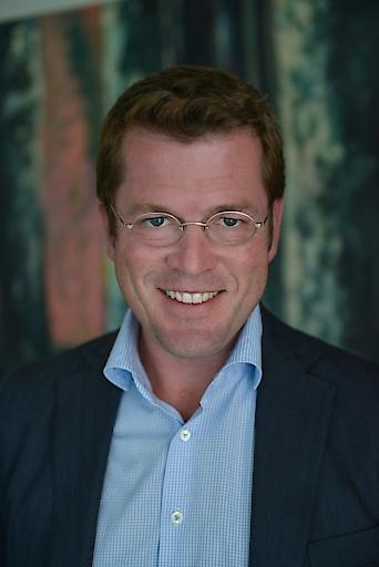 Karl-Theodor zu Guttenberg eröffnet im Dialog mit Kai Diekmann den 13. Europäischen Mediengipfel und wirft einen Blick auf die US Wahl im kommenden Jahr.