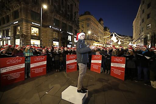Drei Chöre werden am 22. November ab 17 Uhr unter der künsterischen Leitung von Michael Grohotolsky die Innenstadt-Besucher bezaubern. Und zum Mitsingen einladen.