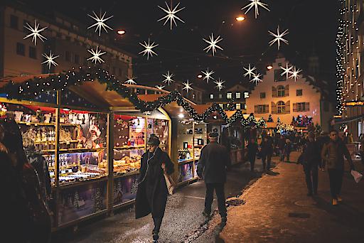 Christkind Willy Würzer am Weihnachtsmarkt in St. Gallen.