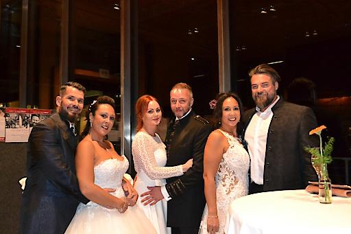 Zahlreiche Brautpaare kamen zur 'Rosenhochzeit' in die SichtBAR nach Fügen
