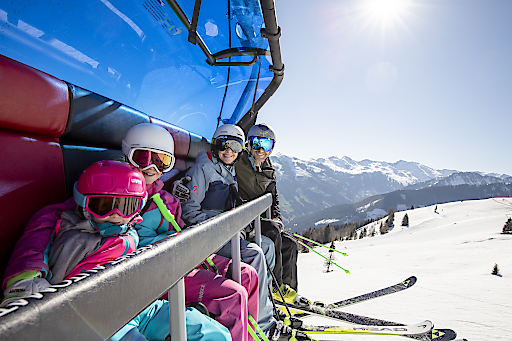 Family Fun am Sessellift Gmahbahn am Wiedersbergerhorn im Ski Juwel Alpbachtal Wildschönau