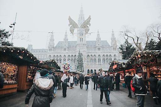 Die a&o Hostels in Wien freuen sich, Besucher des Christkindlmarkts zu einem fairen begrüßen zu dürfen.