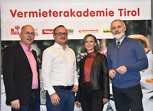Freuen sich über die gelungene Veranstaltung: (v.l.) Anton Habicher (Tourismusabteilung - Land Tirol), Harry Gatterer (GF Zukunftsinstitut), Katrin Perktold (GF Verband der Tiroler Tourismusverbände) und Gerhard Föger (Leiter Tourismusabteilung Land Tirol).