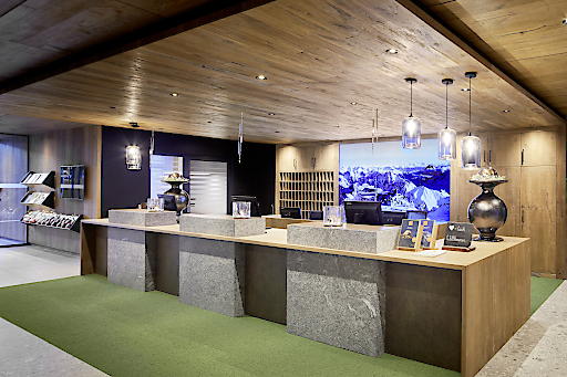 Das neu eröffnete Familien- und Erlebnisresort Zugspitzresort besticht auch optisch durch klare Linien, sanfte Farben und natürliche Materialien.