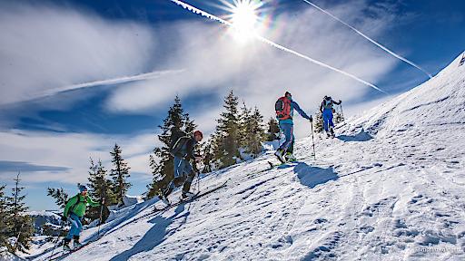 BIL zu OTS - SkitourengeherInnen bei perfekten Wetterbedingungen.