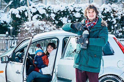 FIT in den Winterurlaub: TÜV AUSTRIA gibt Tipps für eine sichere Autofahrt. Die TÜV AUSTRIA Winterreise-Fahrzeugcheckliste (tuvaustria.com/automotive) nimmt Ihnen damit etwas Arbeit ab. tuvaustria.com/automotive