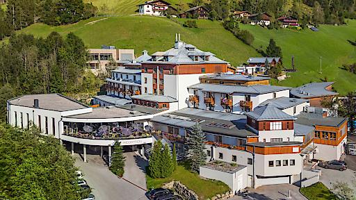 Tagen Sie im Herzen von Österreich, inmitten der traumhaften Wagrainer Berglandschaft. Neben dem topmodernen Konferenzzentrum für bis zu 400 Personen, bietet das Sporthotel einen modernen Boardroom für exklusive Meetings.