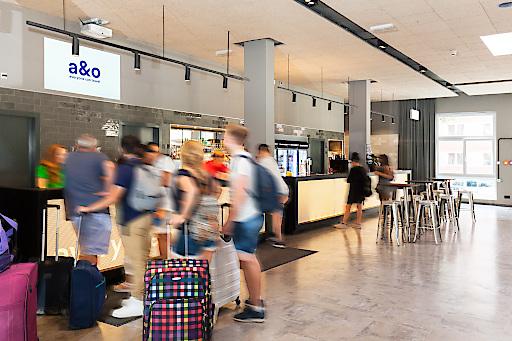 In den vier a&o Hostels in Berlin kommt neuerdings die innovative Werbelösung Framen zum Einsatz.