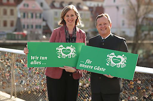 Tourismuslandesrätin Barbara Eibinger-Miedl und Erich Neuhold, GF Steiermark Tourismus in Graz bei der Frühlings-/Sommerpressekonferenz