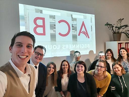 ACB Geschäftsführerin Michaela Schedlbauer-Zippusch (5. von links) mit TeilnehmerInnen der ACB Beginners Lounge, ein neues Fortbildungsformat für BerufseinsteigerInnen in der Meetingindust-rie