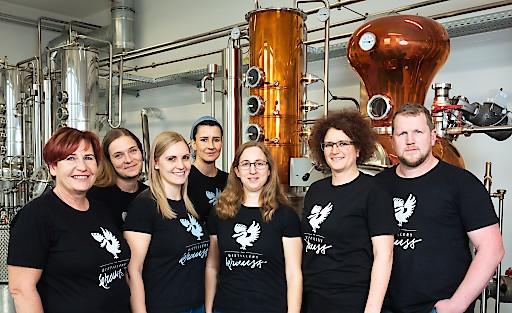 Die beiden Besitzer der Distillery Krauss Carmen und Werner Krauss mit ihrem genialen Team.