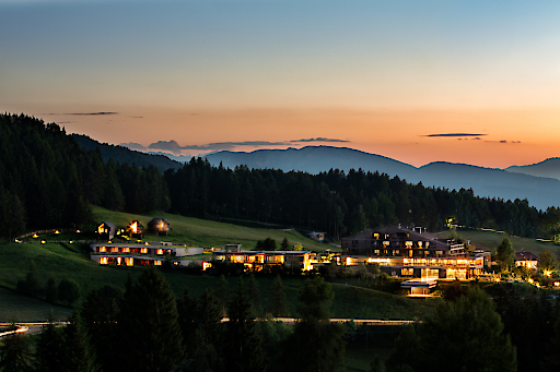 Hotel Pfoesl bei Sonnenuntergang