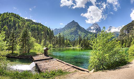 Blick auf den Schiederweiher und das Tote Gebirge in Hinterstoder, Urlaubsregion Pyhrn-Priel.