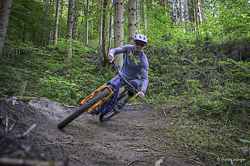 Mountainbiker auf einem von den Naturfreunde unterstütztem Single Trail.