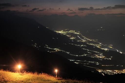 Naturfreunde Ortsgruppe Axams mit ihrem Höhenfeuer auf der Nockspitze