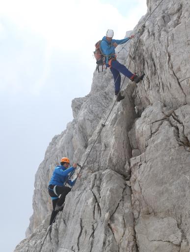 Drei CEO Jan Trionow beim Dachstein-Aufstieg mit Bergführer
